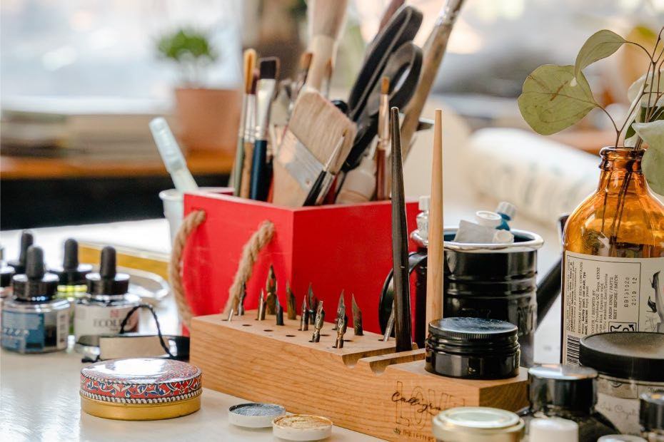 Paint brushes and repair tools